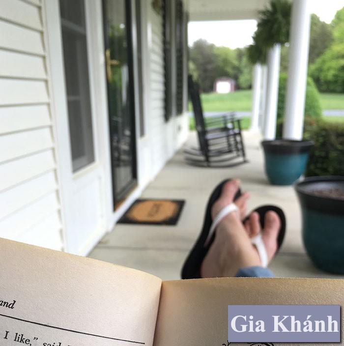 Hô biến hiên nhà thành không gian đọc sách độc đáo